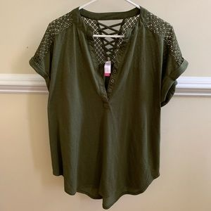Tops - Casual olive green top. Cute details.